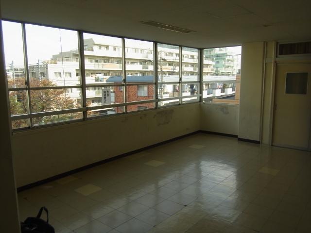 練馬区内 某中学校廊下塗装工事