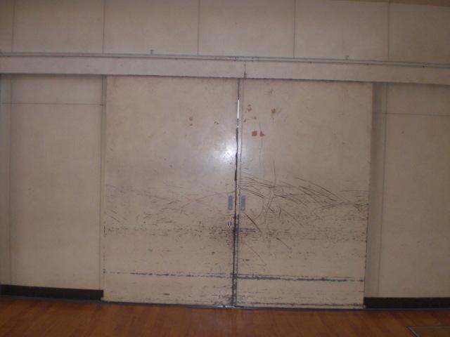 練馬区内 某中学校体育館鉄扉塗装工事
