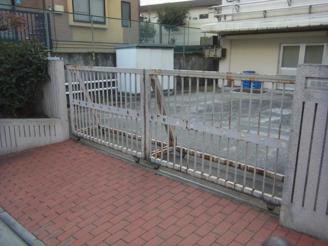 豊島区内 某小学校鉄門扉塗装工事