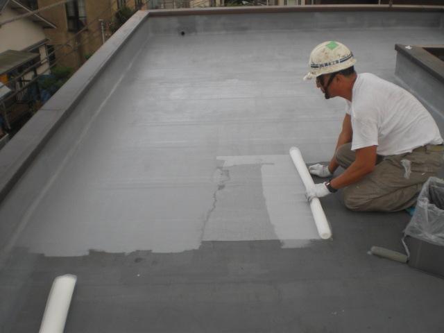 捨て塗り後、防水層補強用メッシュ貼付け