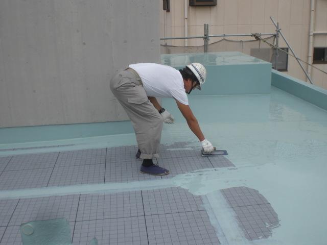ウレタン塗膜防水材1層目塗布