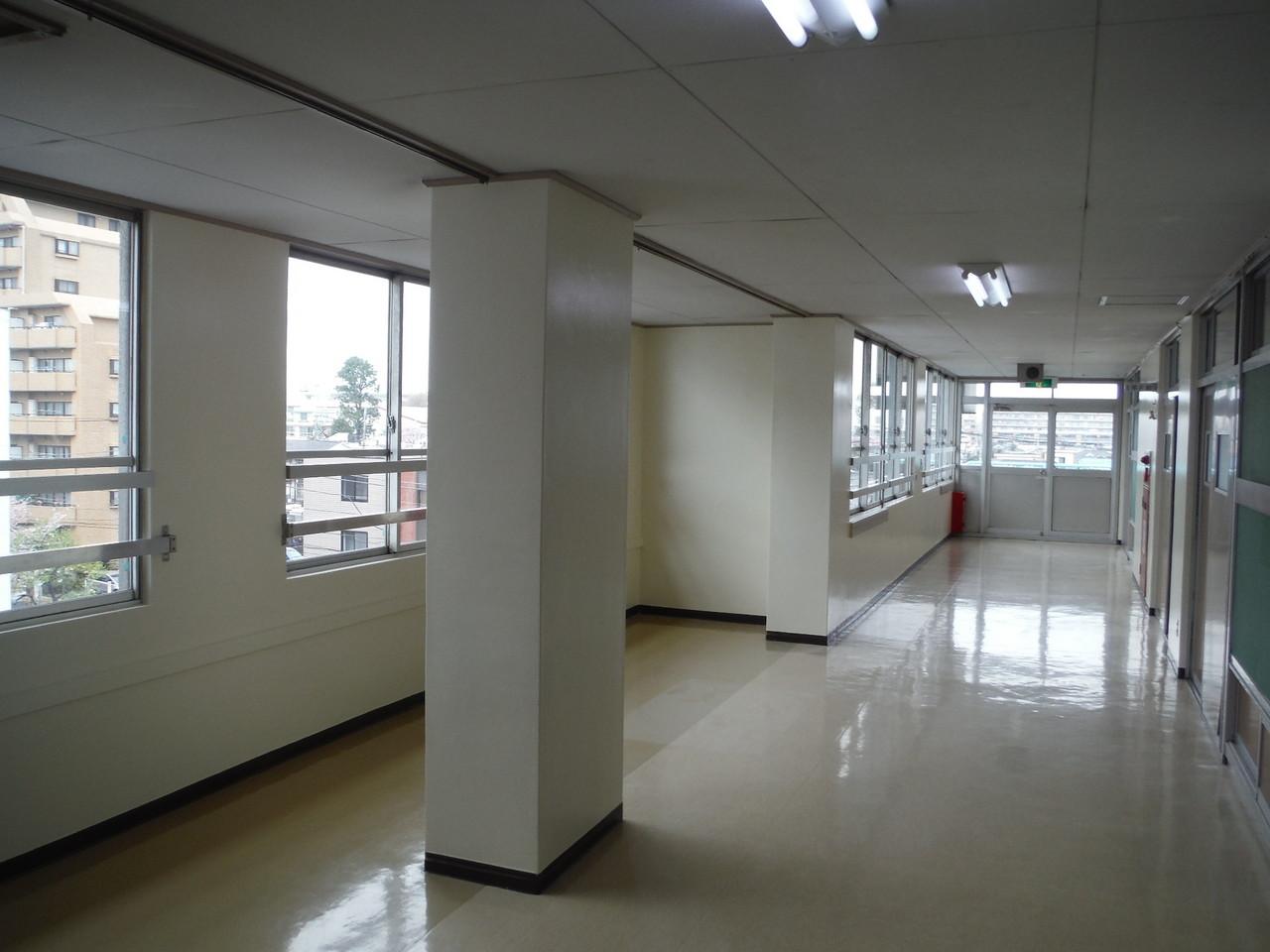 練馬区内某中学校廊下壁塗装工事