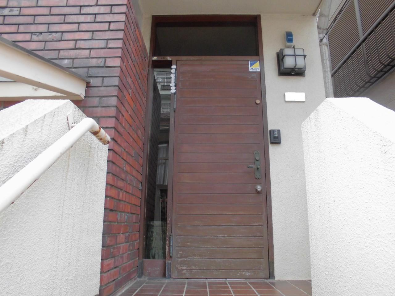 北区戸建住宅玄関扉塗装工事