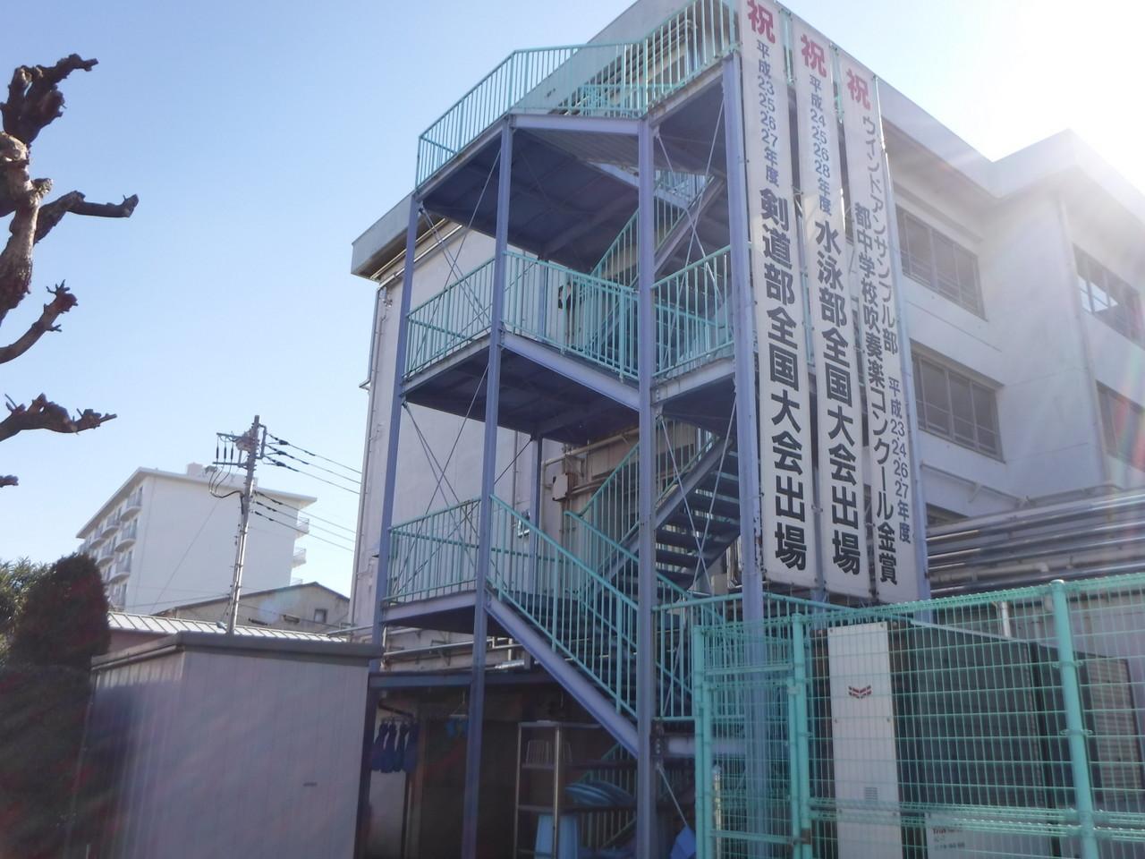 練馬区内某中学校鉄骨階段塗装工事