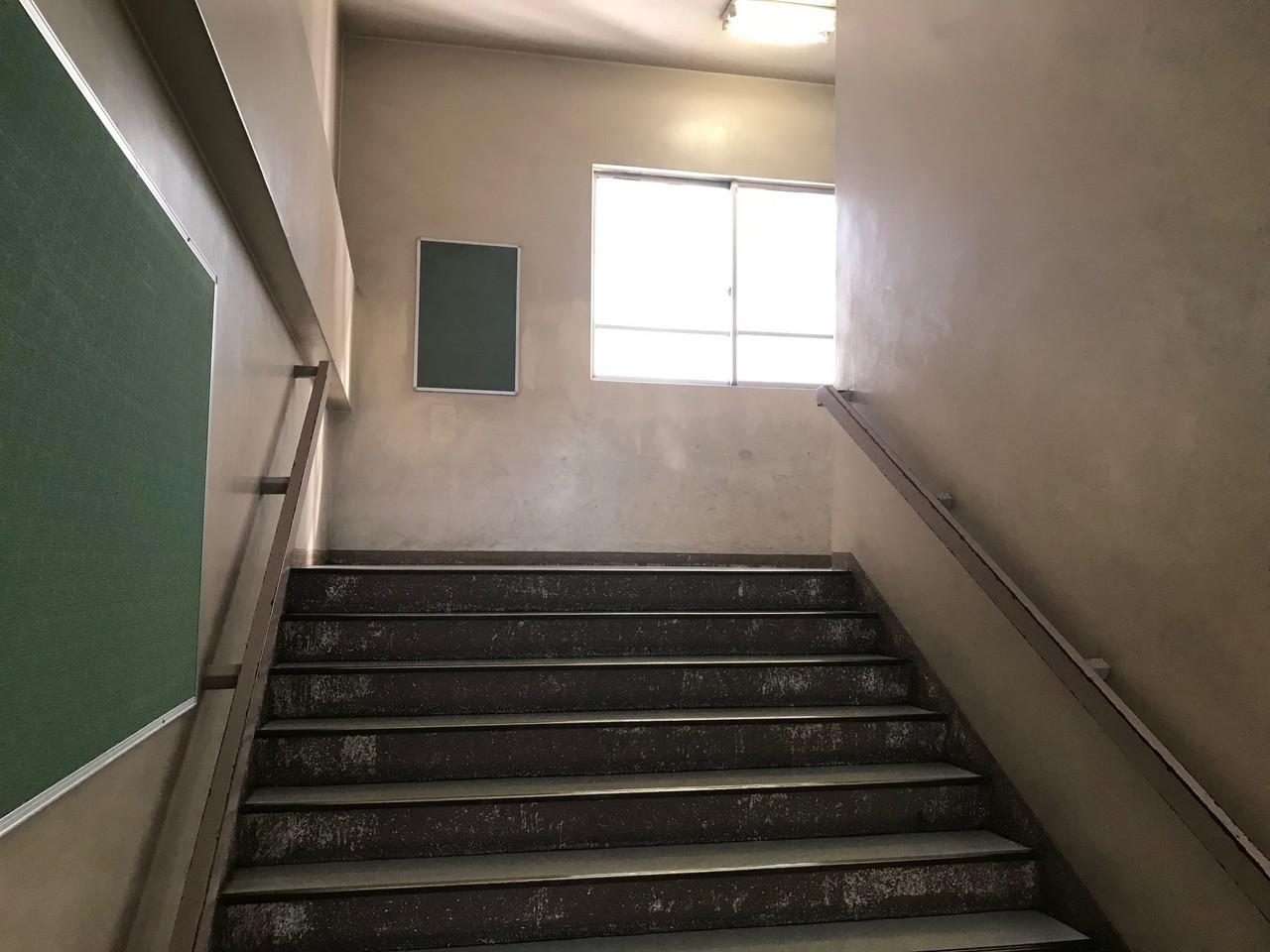練馬区内中学校階段室塗装工事