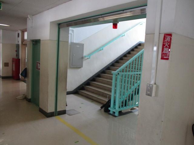 練馬区内某小学校防火シャッター・防火扉設置改修工事