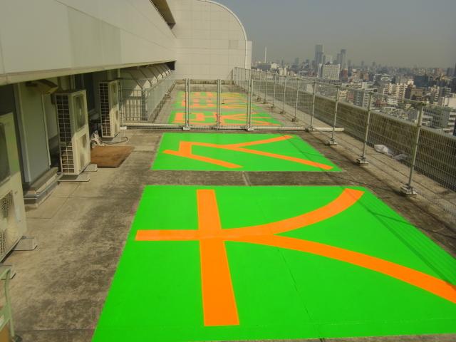 新宿区内病院屋上ヘリサイン設置塗装工事